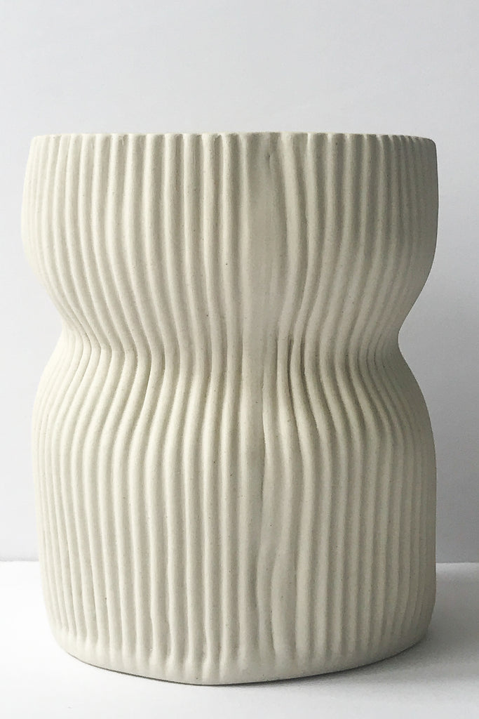 Cym white 05 curvy small vase