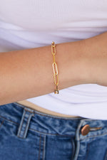 Load image into Gallery viewer, Model wearing AW Boutique's Paperclip Link Bracelet is a go-to piece that looks great worn on it's own, or can be layered with other fine or bold bracelets due to it's understated style.