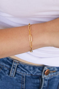 Model wearing AW Boutique's Paperclip Link Bracelet is a go-to piece that looks great worn on it's own, or can be layered with other fine or bold bracelets due to it's understated style.