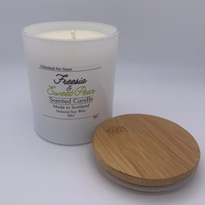 #002 Freesia & Sweet Pear 30cl Candle