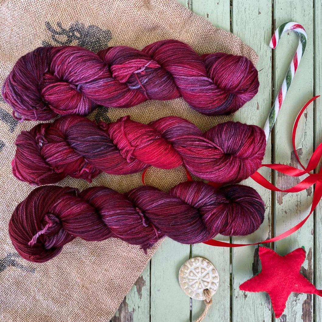 Santa Red - Superwash Merino 4 ply