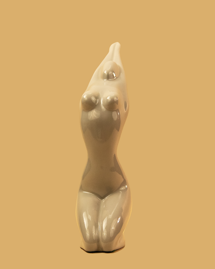 Jaru Lady Love Sculpture