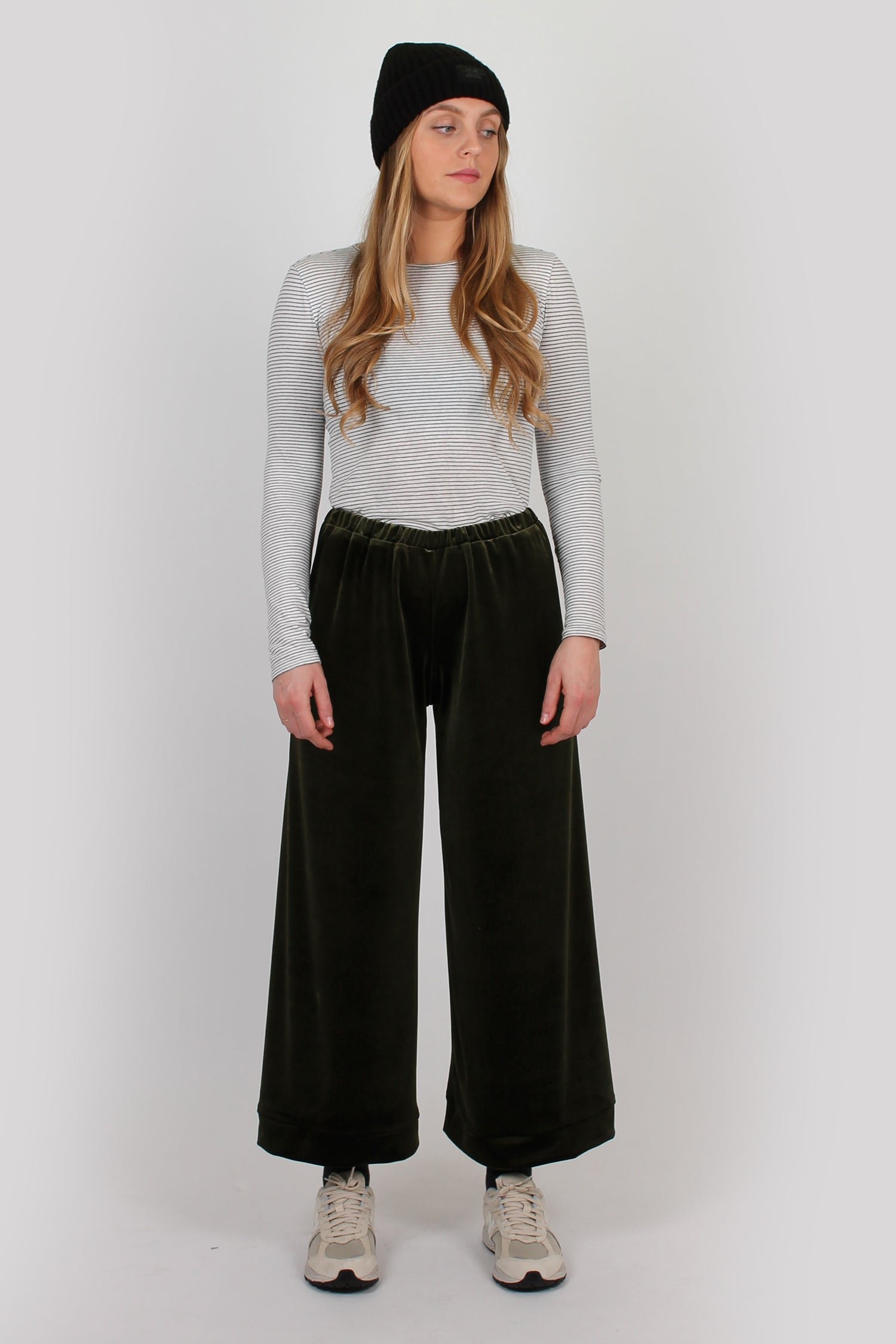 Luxury lounge trouser in olive green