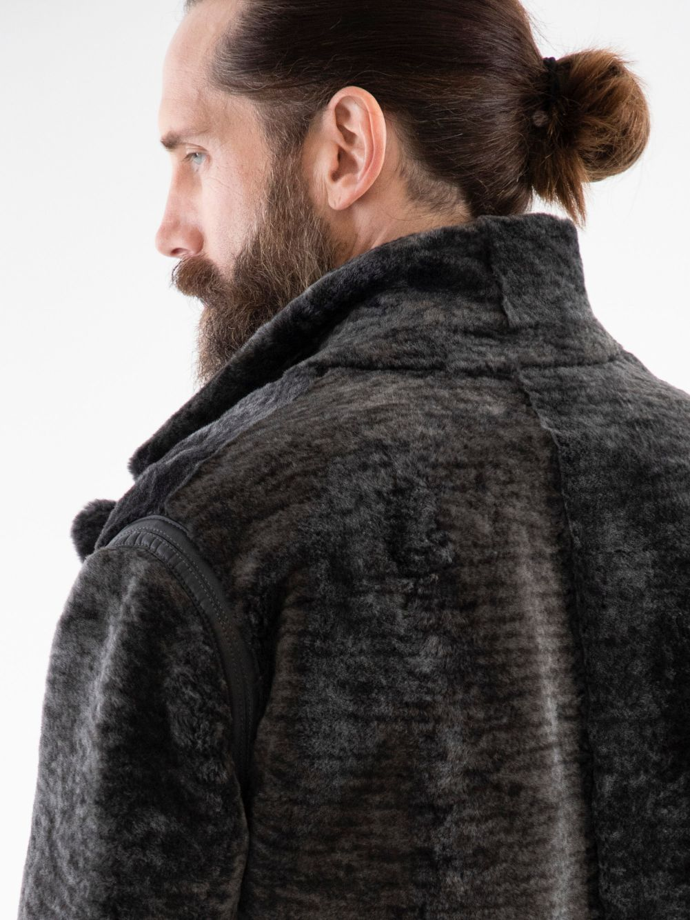Reversible Spanish Lancon shearling with 4-artery track stitched nappa shoulders