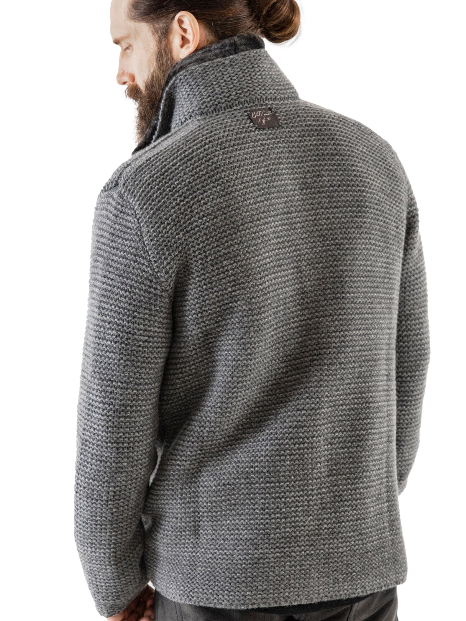 Structured yet lightweight 3-gauge cashmere