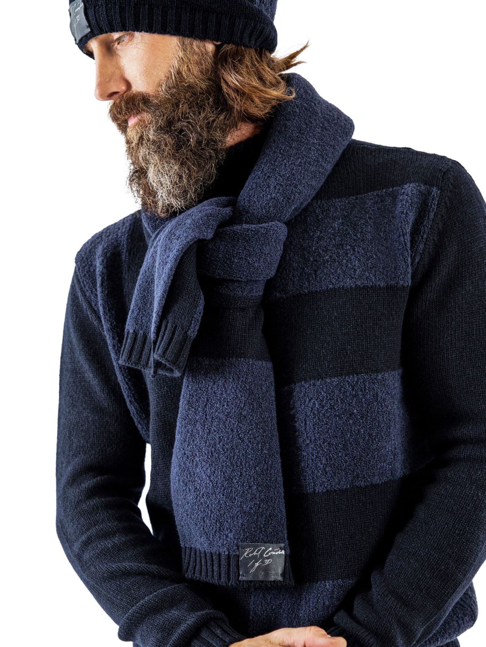 Accompanying scarf and sweater in 7-gauge cashmere