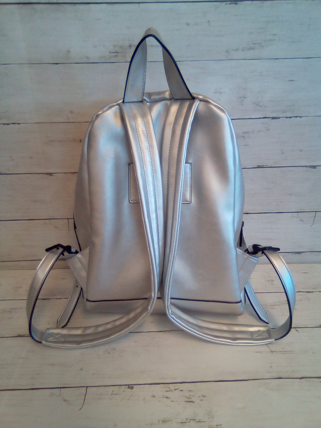 Photo #1 - BRAND:  KENDALL + KYLIE<BR>STYLE: BACKPACK <BR>COLOR: SILVER <BR>SIZE: MEDIUM <BR>OTHER INFO: KENDALL + KYLIE - <BR>SKU: 216-21612-86054