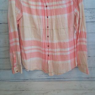 Primary Photo - BRAND: HOLDING HORSES STYLE: BLOUSE COLOR: PLAID SIZE: S OTHER INFO: PEACH/WHITE SKU: 216-21612-68266