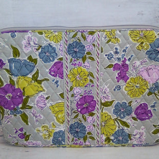 Primary Photo - BRAND: VERA BRADLEY O STYLE: ACCESSORY TAG COLOR: FLORAL OTHER INFO: PADDED LAPTOP CASE 12IN. X 17IN.SKU: 216-21612-82735
