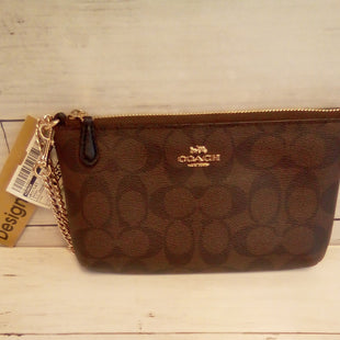Primary Photo - BRAND: COACH STYLE: WRISTLET COLOR: BROWN OTHER INFO: SIG CANVAS CLUTCH W/GOLD CHAIN SKU: 216-21644-15164