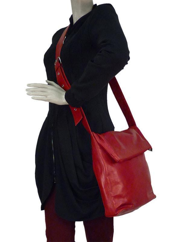 Sticks and Stones Flap Bag – Ruby Red Tragevariante