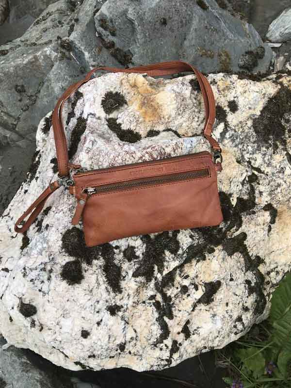 Sticks and Stones - Ledertasche Ibiza - Mustang Brown