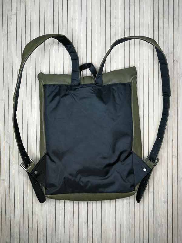 Sticks and Stones - Lederrucksack Messenger - Dark Olive Rückseite