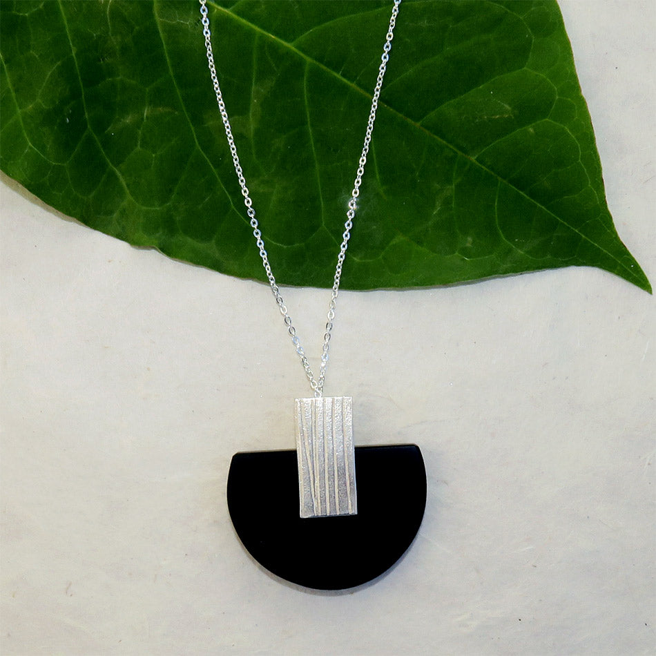 Fair trade resin necklace handmade in Colombia