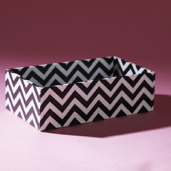 DEEP TRAY B/W CHEVRON
