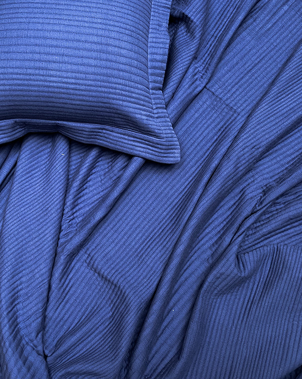 Line Quilt True Blue Bedspread Set