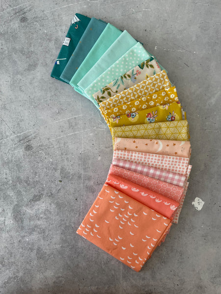 Curated fat quarter bundle 'Sweet Daisies'- 16 Fat Quarters (Cotton and Steel, Art Gallery Fabrics, Kona)