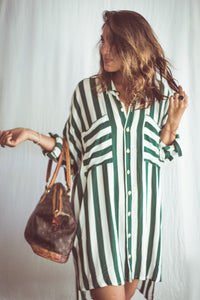 This Green Thick stripe print is both bold and classic. The Tunic has a short cut in the front and a longer back for an interesting siluette. The tunic can be worn with long sleeves, short sleeves, as an open kimono jacket or tied in the waist as an over sized shirt.