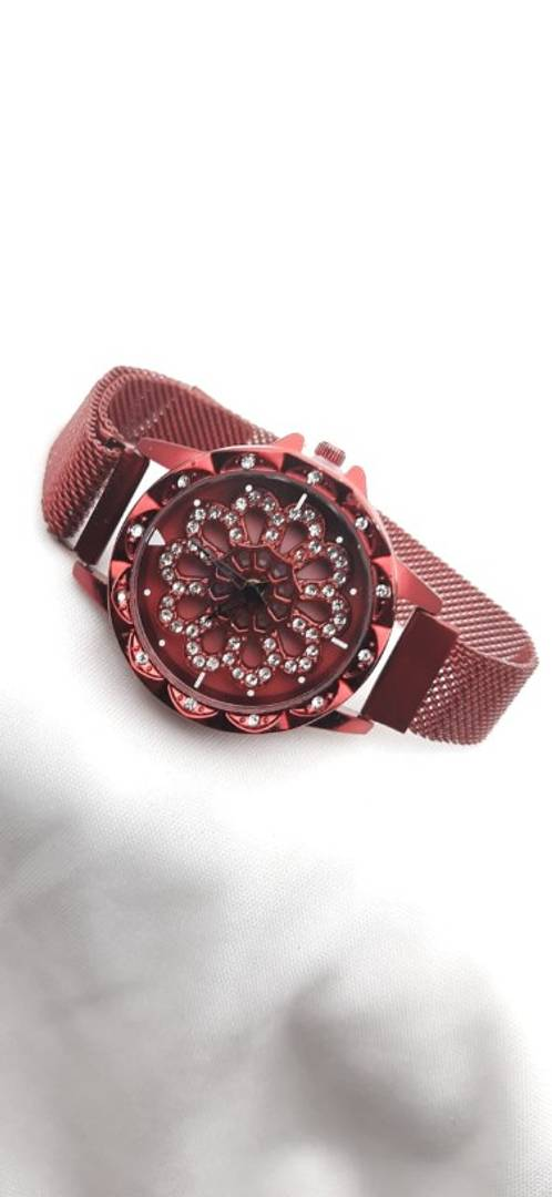 Stylish and Trendy Magnetic Strap Analog Watches For Women's