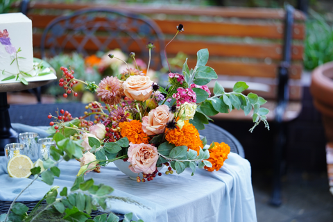 loose and organic table flowers for weddings and events
