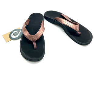 Primary Photo - BRAND:    CLOTHES MENTOR STYLE: FLIP FLOPS COLOR: METALLIC SIZE: 11 OTHER INFO: OLUKAI - SKU: 262-26275-71982AS IS