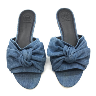 Primary Photo - BRAND: TORY BURCH STYLE: SANDALS FLAT COLOR: DENIM SIZE: 7 OTHER INFO: AS IS SKU: 262-26241-34652ANNABELLE DENIM BOW FLAT. PRICE REFLECTS SOME SLIGHT WEAR TO TOES SHOWN, GOOD OVERALL CONDITION.
