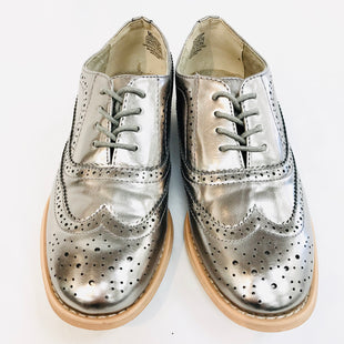 Primary Photo - BRAND: WANTED STYLE: SHOES FLATS COLOR: SILVER SIZE: 8.5 SKU: 262-26211-133154- AS IS -