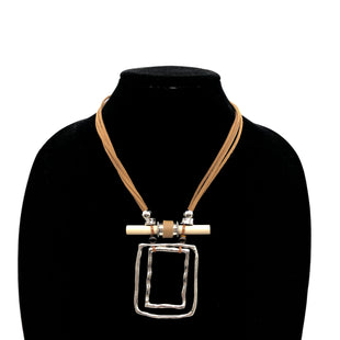 Primary Photo - BRAND:    CLOTHES MENTOR STYLE: NECKLACE SKU: 262-26211-143977