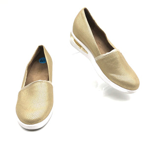 Primary Photo - BRAND: KENNETH COLE REACTION STYLE: SHOES FLATS COLOR: GOLD SIZE: 6.5 SKU: 262-262100-297AS IS SLIGHT WEAR