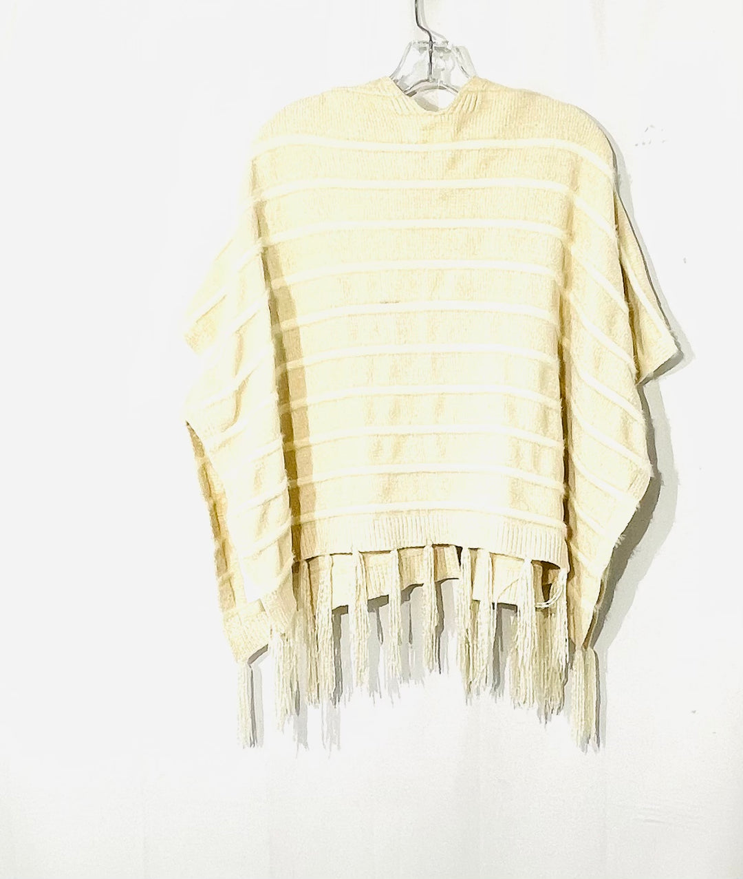 Photo #1 - BRAND:  AKEMI + KIN<BR>STYLE: SWEATER SHORT SLEEVE <BR>COLOR: CREAM <BR>SIZE: S/M<BR>OTHER INFO: AKEMI + KIN <BR>SKU: 262-26241-44512<BR>BLACK SPOT ON INSIDE