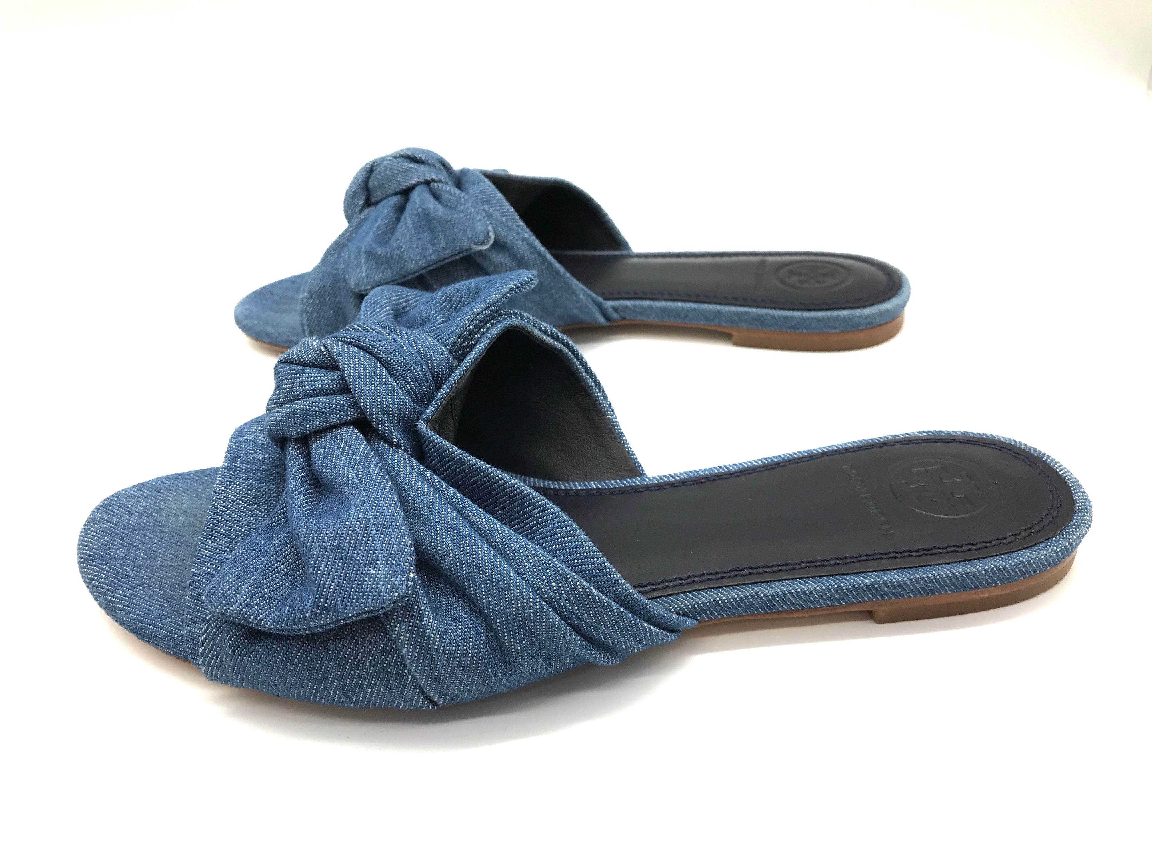 Photo #3 - BRAND: TORY BURCH <BR>STYLE: SANDALS FLAT <BR>COLOR: DENIM <BR>SIZE: 7 <BR>OTHER INFO: AS IS <BR>SKU: 262-26241-34652<BR><BR>ANNABELLE DENIM BOW FLAT. PRICE REFLECTS SOME SLIGHT WEAR TO TOES SHOWN, GOOD OVERALL CONDITION.