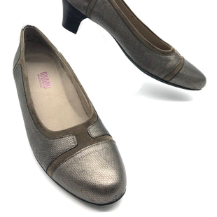 Primary Photo - BRAND:  MUNRO AMERICANSTYLE: JILLIAN LOW HEELSCOLOR: TAUPE SUEDESIZE: 9.5 SKU: 262-26275-68796IN EXCELLENT CONDITION