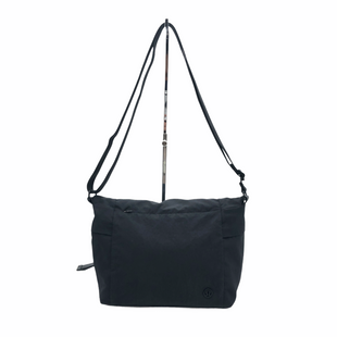 "Primary Photo - BRAND: LULULEMON STYLE: HANDBAG DESIGNER COLOR: BLACK SIZE: 8""H X 10""L X 4.5""DSTRAP DROP: 13"" EXTENDABLE SKU: 262-26211-145558IN GREAT SHAPE AND CONDITION"