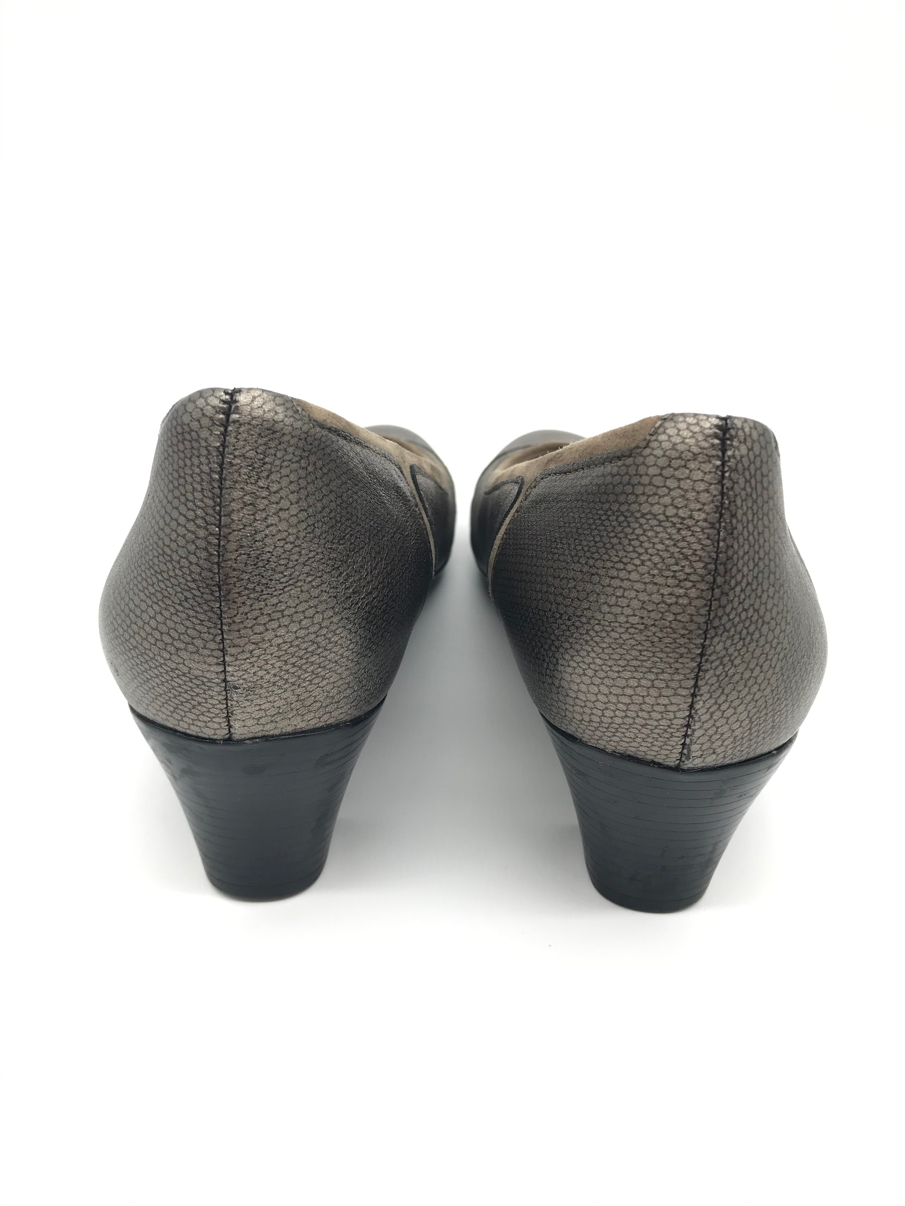 Photo #2 - BRAND:  MUNRO AMERICAN<BR>STYLE: JILLIAN LOW HEELS<BR>COLOR: TAUPE SUEDE<BR>SIZE: 9.5 <BR>SKU: 262-26275-68796<BR>IN EXCELLENT CONDITION