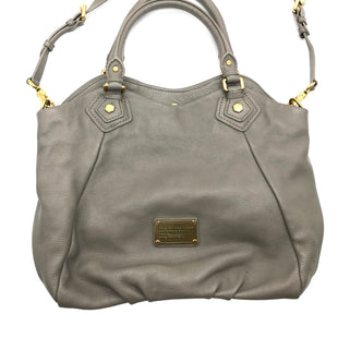 "Primary Photo - BRAND: MARC BY MARC JACOBS STYLE: HANDBAG DESIGNER COLOR: GREY SIZE: MEDIUM SKU: 262-26275-68925APPROX. 15""L X 12""H X 3.75""D. COUPLE SLIGHT SPOTS"