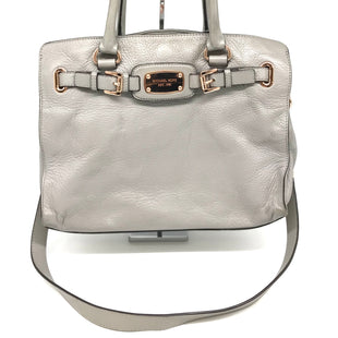 "Primary Photo - BRAND: MICHAEL KORS STYLE: HANDBAG DESIGNER COLOR: GREY SIZE: MEDIUM OTHER INFO: AS IS WEAR SHOWS SKU: 262-26275-65374DESIGNER BRAND FINAL SALE APPROX 14""X11""X4"""