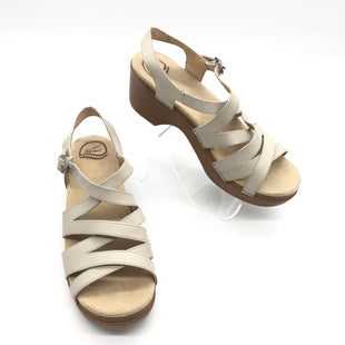 Primary Photo - BRAND: DANSKO STYLE: SANDALS FLAT COLOR: BEIGE SIZE: 9.5 SKU: 262-26275-73613IN GREAT SHAPE AND CONDITION