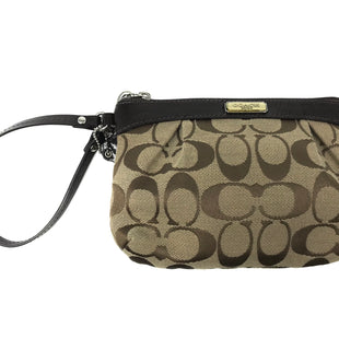 "Primary Photo - BRAND: COACH STYLE: WRISTLET COLOR: MONOGRAM SKU: 262-26275-70662APPROX. 7""L X 5""H"