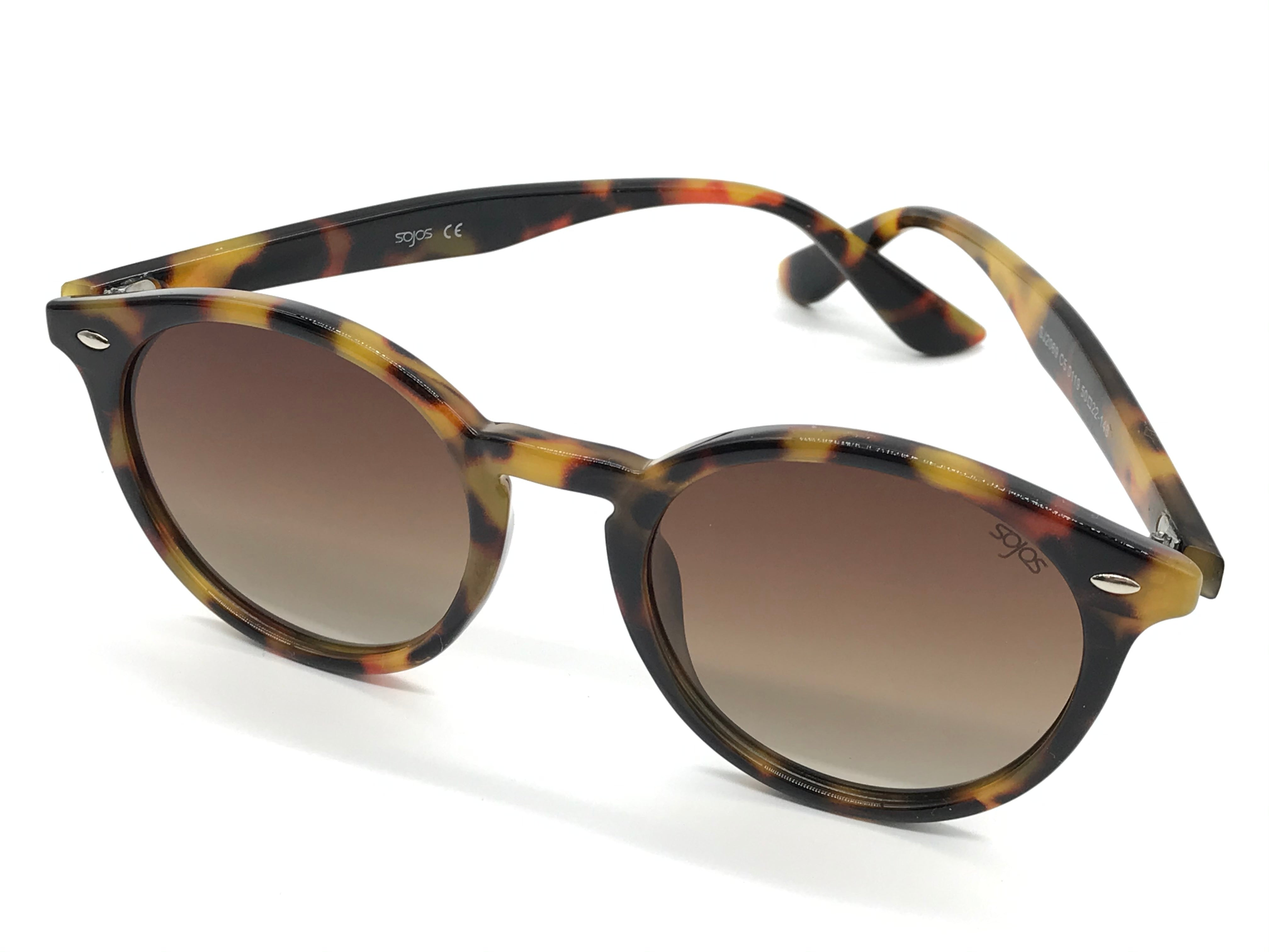 Photo #1 - BRAND:  SOJOS<BR>STYLE: SUNGLASSES <BR>COLOR: MULTI <BR>SKU: 262-26275-71035<BR>AS IS