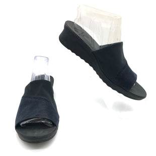 Primary Photo - BRAND: CLARKS STYLE: SANDALS FLAT COLOR: BLACK AND NAVY SIZE: 9 SKU: 262-26275-68842AS IS