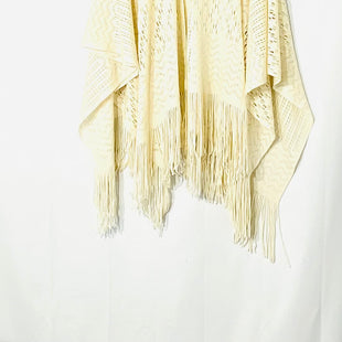 Primary Photo - BRAND:    CLOTHES MENTOR STYLE: SHAWL COLOR: CREAMSKU: 262-26275-72325SIZE: M