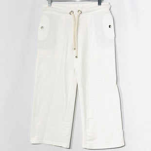 "Primary Photo - BRAND: BURBERRY STYLE: CAPRIS COLOR: WHITE SIZE: XS SKU: 262-26241-45290NEW WITHOUT TAGDESIGNER FINAL INSEAM 22 7/8""WAIST 14""HEM WIDTH 9"""