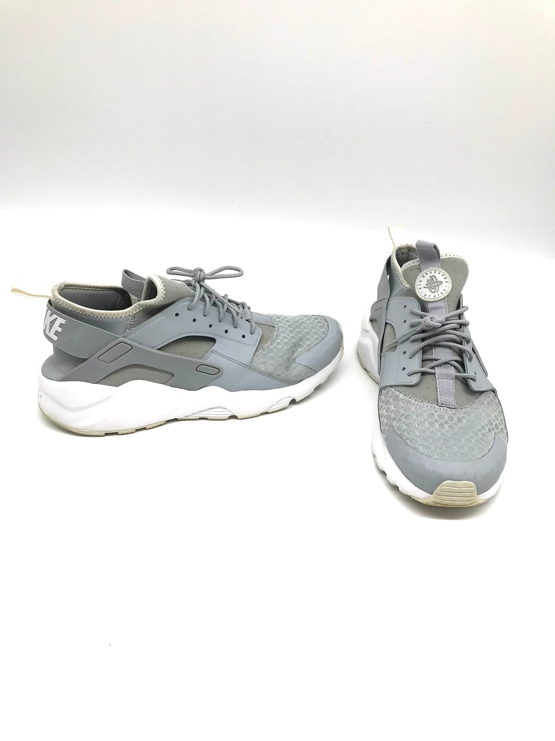 Photo #1 - BRAND: NIKE <BR>STYLE: SHOES ATHLETIC <BR>COLOR: GREY <BR>SIZE: 10 <BR>SKU: 262-26275-71485<BR>AS IS SLIGHT WEAR <BR>