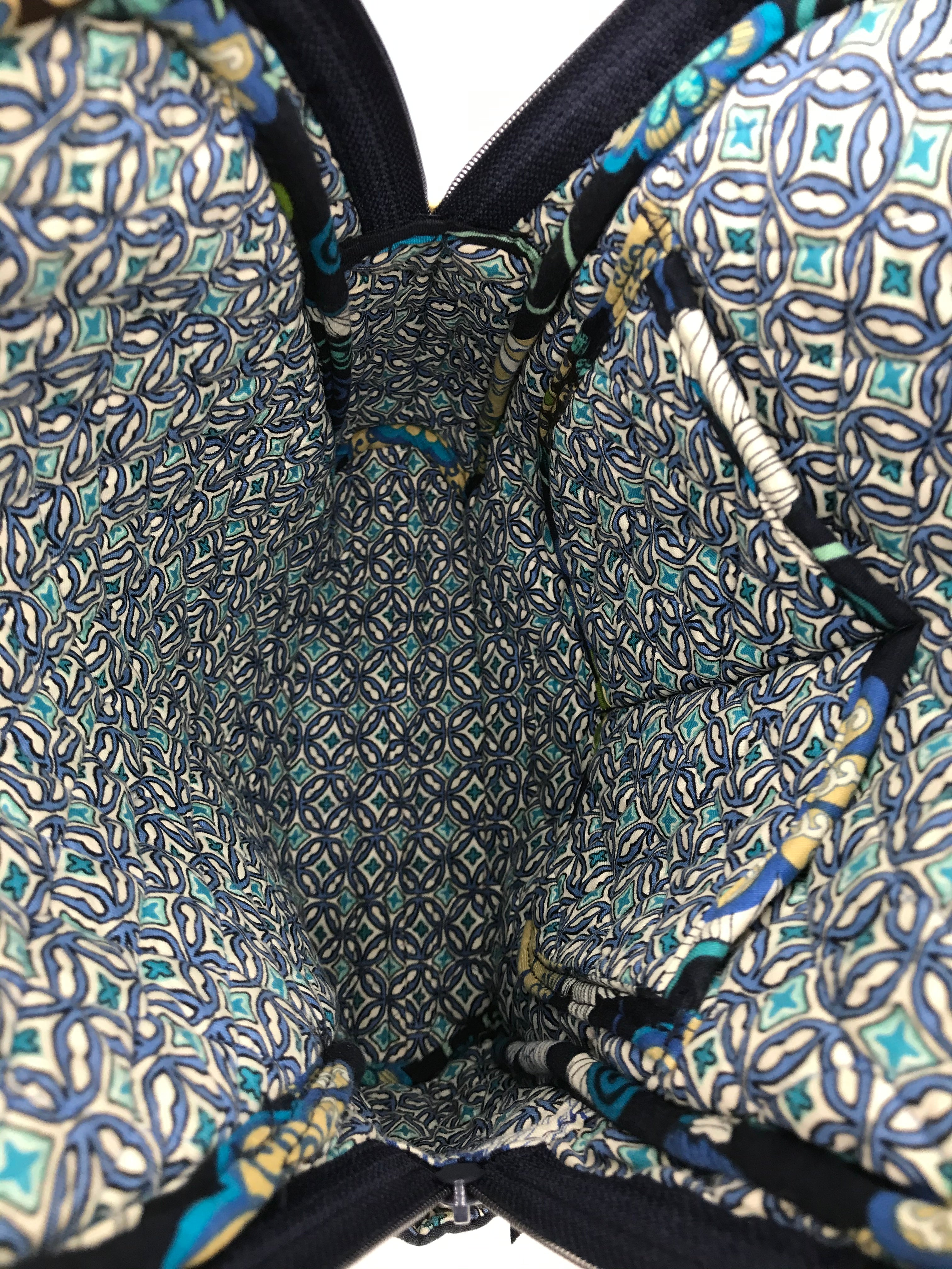 Photo #4 - BRAND: VERA BRADLEY <BR>STYLE: BACKPACK <BR>COLOR: MULTI <BR>SIZE: SMALL <BR>SKU: 262-26275-70882<BR>AS IS