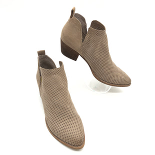 Primary Photo - BRAND: DOLCE VITA STYLE: BOOTS ANKLE COLOR: BEIGE SIZE: 7.5 SKU: 262-26275-74122GENTLE SCUFFS ON THE OUTSOLES • OVERALL IN GOOD SHAPE AND CONDITION •