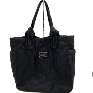 "Primary Photo - BRAND: MARC BY MARC JACOBS STYLE: HANDBAG COLOR: BLACK SIZE: LARGE SKU: 262-26211-144840GENTLEST SPOTS /INTERIOR SEE PICS 14""LX15""HX4""D9.75"" DROP"
