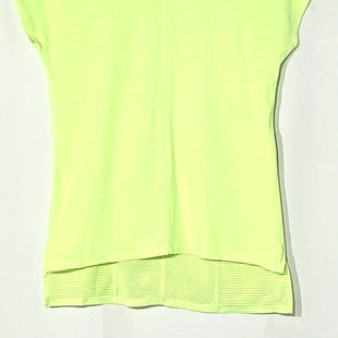 Primary Photo - BRAND: LULULEMON STYLE: ATHLETIC TOP SHORT SLEEVE COLOR: NEON SIZE: 6 SKU: 262-26211-141474ACTUAL COLOR BRIGHTER THAN PHOTODESIGNER FINAL