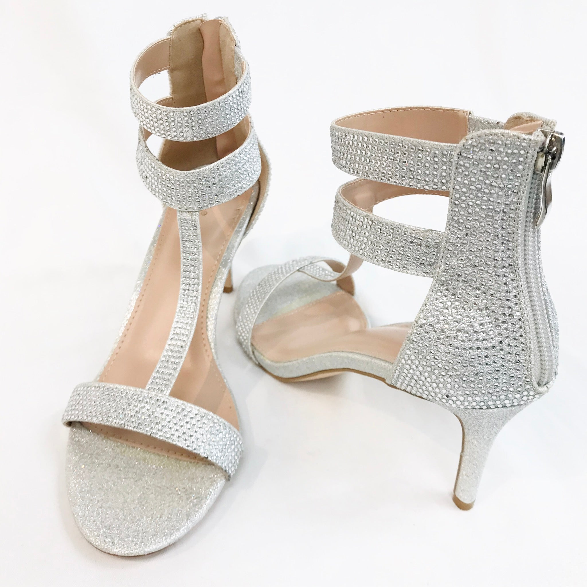 Photo #1 - BRAND: WINDSOR <BR>STYLE: SANDALS LOW<BR>COLOR: SPARKLES <BR>SIZE: 8 <BR>SKU: 262-26275-55473<BR>- AS IS -