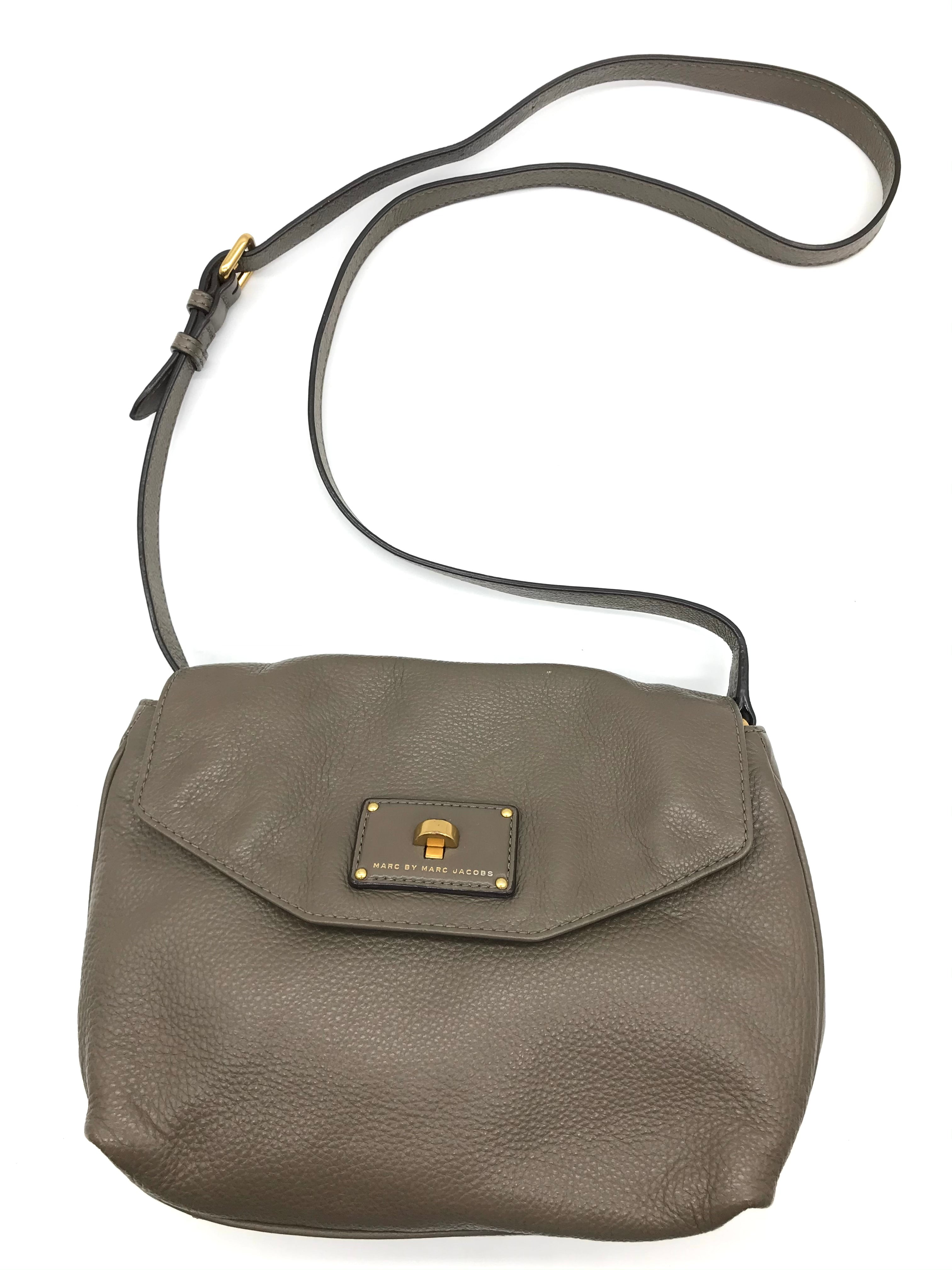 "Primary Photo - BRAND: MARC BY MARC JACOBS <BR>STYLE: HANDBAG DESIGNER <BR>COLOR: TAUPE <BR>SIZE: SMALL 8.5""H X 10""L X 2.2""W<BR>STRAP DROP: 22.5""<BR>SKU: 262-26241-43499<BR>IN GOOD SHAPE AND CONDITION"