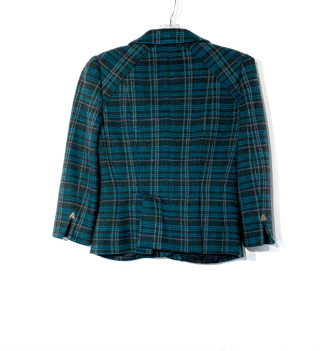 "Photo #1 - BRAND: NANETTE LEPORE <BR>STYLE: BLAZER JACKET <BR>COLOR: PLAID <BR>SIZE: S /4<BR>SKU: 262-26275-72008<BR>100% WOOL<BR>SHOULDER SEAM TO WRIST 18""<BR>PIT TO HEM 11.5""<BR>PIT TO PIT 16.5"""